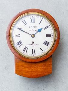 Pub clock klein